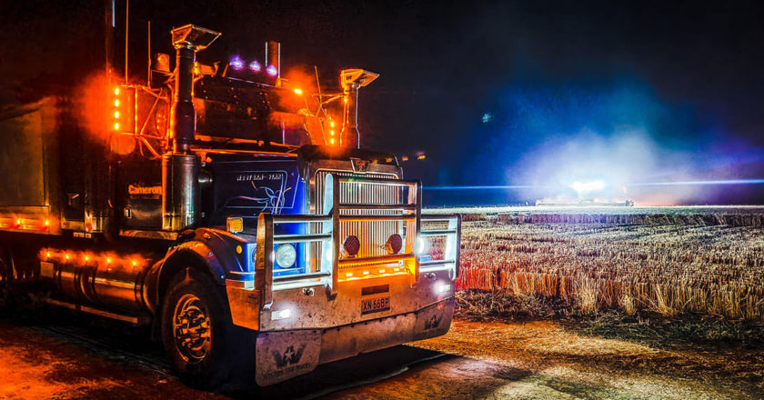 Kev-Cameron-sent-in-this-ripper-night-time-shot-of-his-2003-Western-Star-at-Barooga,-NSW